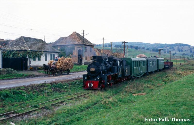 Auf der Rückfahrt kam es in der Ortsdurchfahrt von Alțâna zu diesem Zusammentreffen zwischen Pferdefuhrwerk und Dampfross.