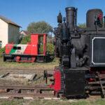 Die Reșița-Dampflok und der kleine Deutz-Rangierdiesel vor dem Wasserhaus von Cornățel