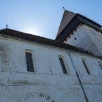 In einer guten Viertelstunde gelangt man zu Fuß vom Bahnhof zur Kirchenburg in Hosman