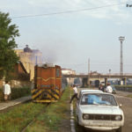 Hinter der Brücke ist das Empfangsgebäude des Regelspurbahnhof Sibius zu erkennen. Um 8.05 ging es für den Mixt 2922 planmäßig los nach Agnita