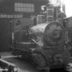 Am 02.08.1970 wartet 764 012 vor dem Lokschuppen von Sibiu auf ihren nächsten Einsatz